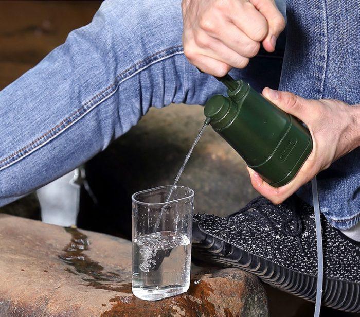 Le filtre L610 s'utilise facilement partout en randonnée ou lors d'un voyage pour purifier l'eau. Le filtre Miniwell L610 filtre à 0,01 micro. Ce niveau de filtration bloque le passage aux bactéries et aux virus. Avec ce filtre vous obtenez une eau potable en toute sécurité et très facilement.